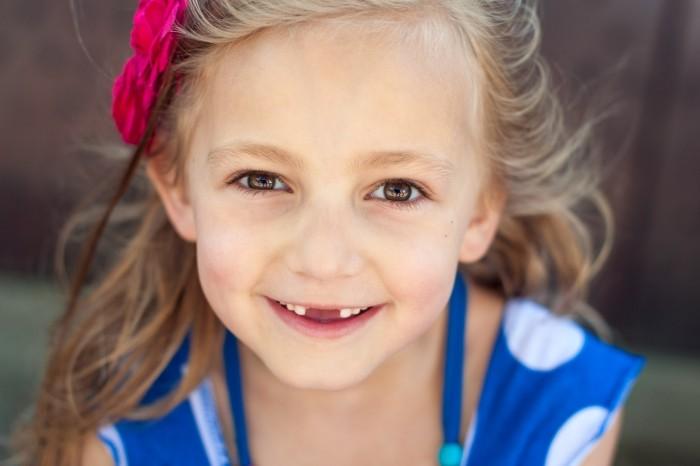 Door dichterbij te komen gaat het veel meer om de glimlach van dit meisje