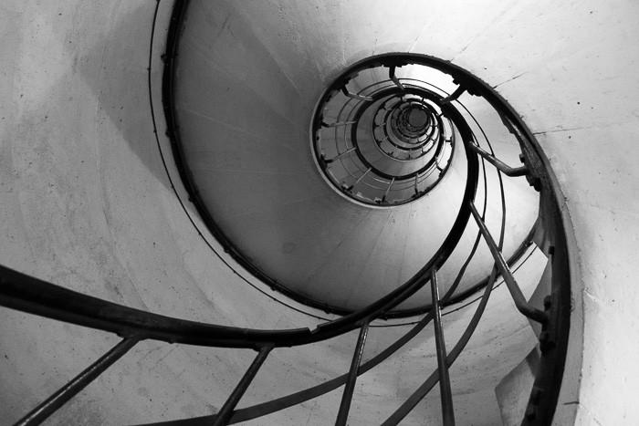 Het trappenhuis in de Arc de Triomph
