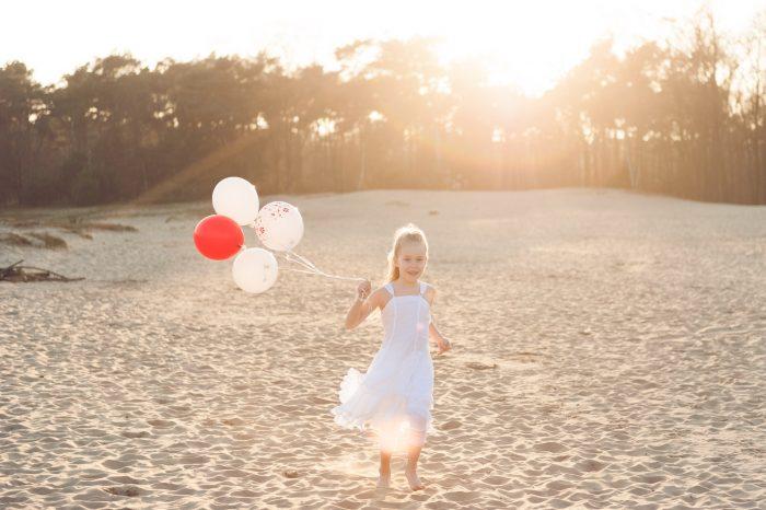 Ballonen zijn favoriete accessoires bij communie foto's