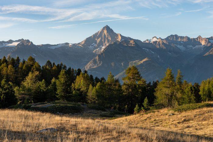 Diafragma bij landschapsfotografie: door het kleine diafragma (f/11) is zowel de voorgrond als de bergen op de achtergrond scherp.