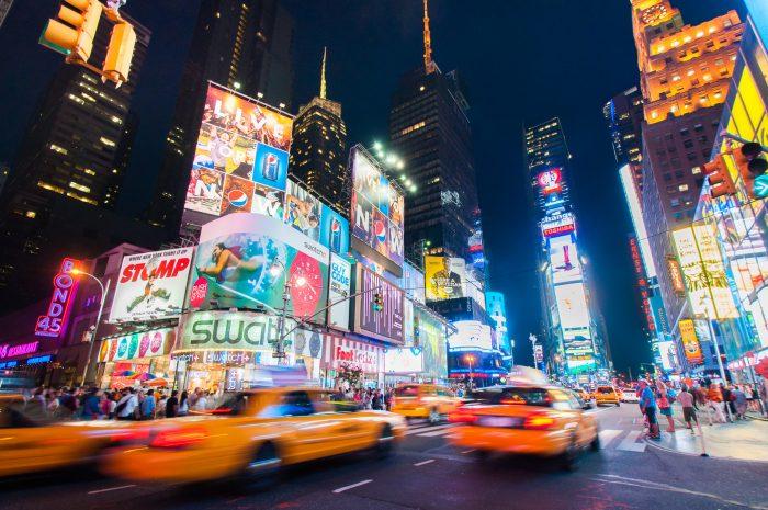 's Avonds fotograferen geeft vaak heel andere foto's dan overdag. Dus vergeet niet je statief mee te nemen op reis. (Times Square, New York)