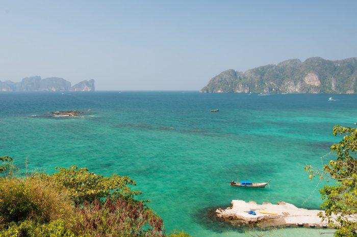 En deze foto is gemaakt mét polarisatiefilter. Best nog wel een verschil he? Het water is nu nog mooier blauw. (Thailand)