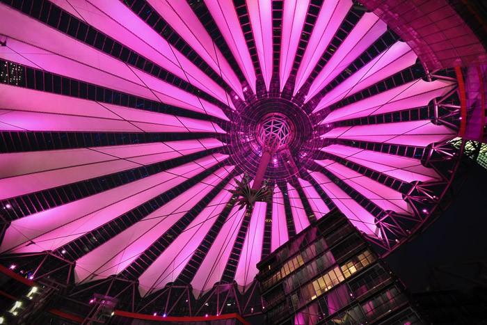 SonyCenter, Berlijn heeft in de avond prachtige kleuren