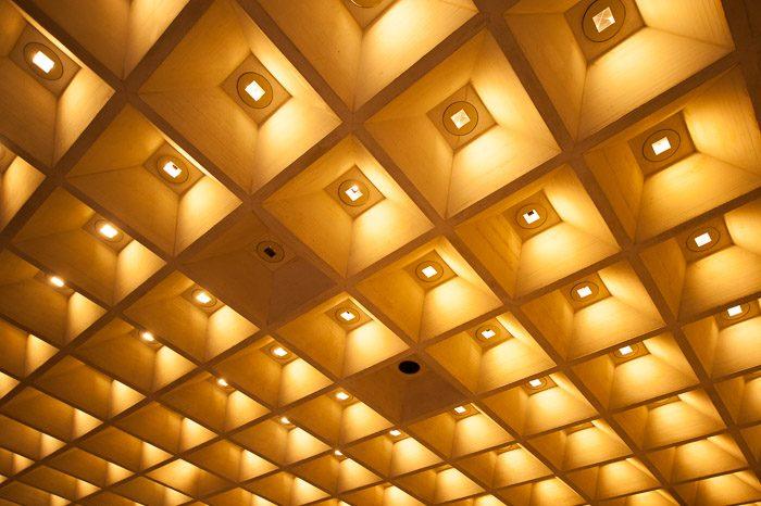 Idee voor een fotoserie: fotografeer overal bijzonder plafonds!