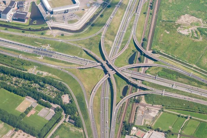 Een knooppunt van de snelweg ergens in Nederland