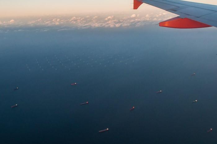 De noordzee en het windmolenparc