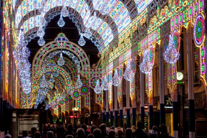 Luminarie De Cagna: een van mijn favoriete GLOW attracties. Deze kathedraal van lichtjes was een straat lang. Deze foto maakte ik met een sluitertijd van 1/500s en je ziet goed dat een deel van de LED-verlichting hierdoor op de foto 'uit' staat.