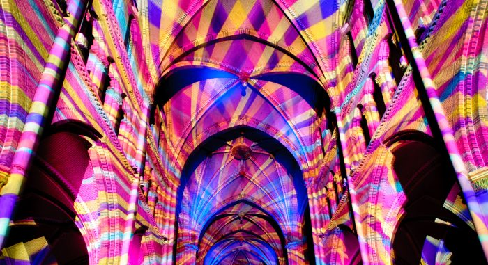 Kleurrijke projecties in de St. Catharinakerk