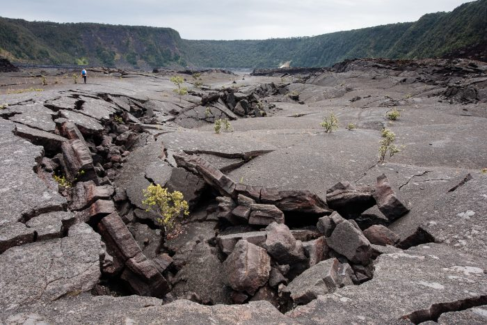 Deze scheuren waren echt gigantisch. In de jaren 60 was dit nog een groot kolkend lavameer.