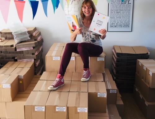 Een huiskamer vol boeken: de inpakoperatie van begin tot eind