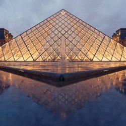 Het Louvre is 's avonds ook erg mooi