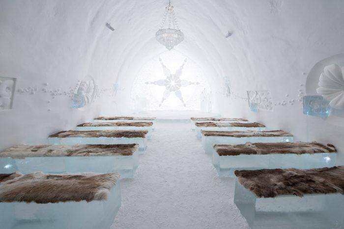 Trouwzaal in het ijshotel. Wat een plaatje is het he?