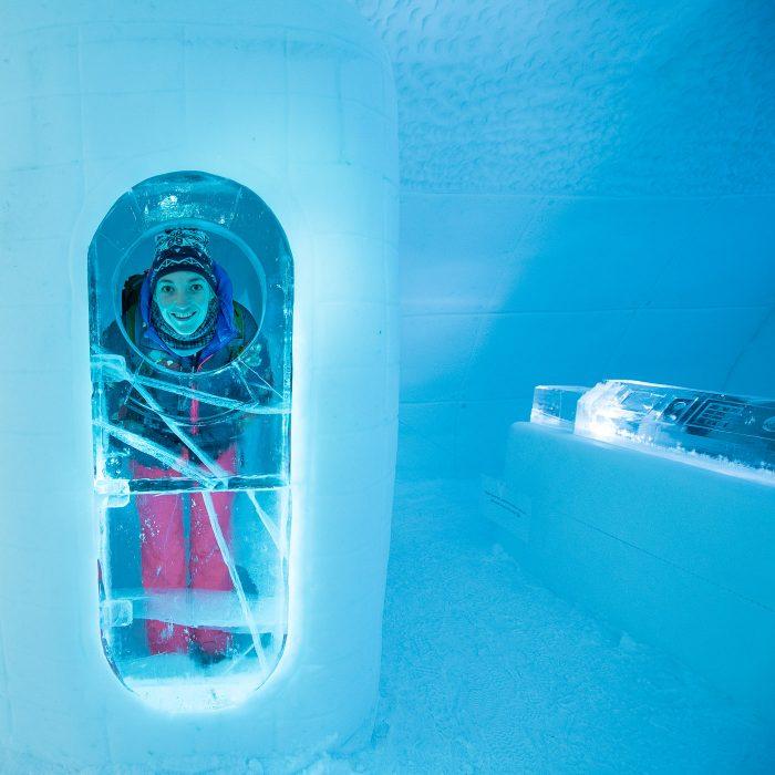 Art Suite met als thema ruimtevaart. Inclusief een totaal useless hokje met vette glazen ehmm ijsdeur.