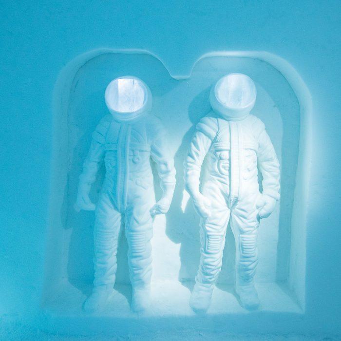 Ruimtevaart thema in een kamer van het ijshotel in Zweden