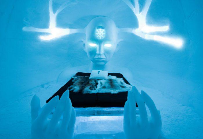 Deze Art Suite in Icehotel 28 vonden we toch behoorlijke creepy. Zou jij hier rustig slapen?