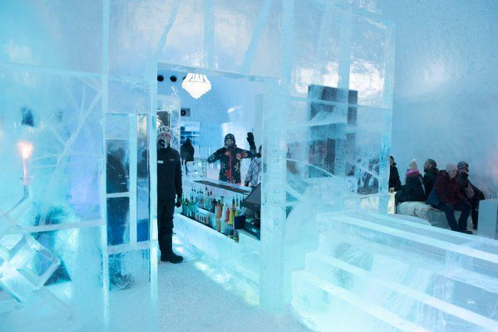 In de Icebar bij het Icehotel in Jukkasjarvi