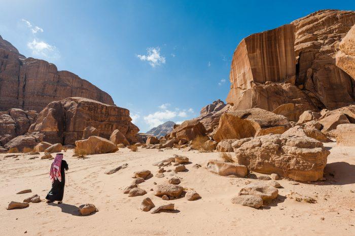 Wandeltocht door de wadi rum woestijn met onze gids