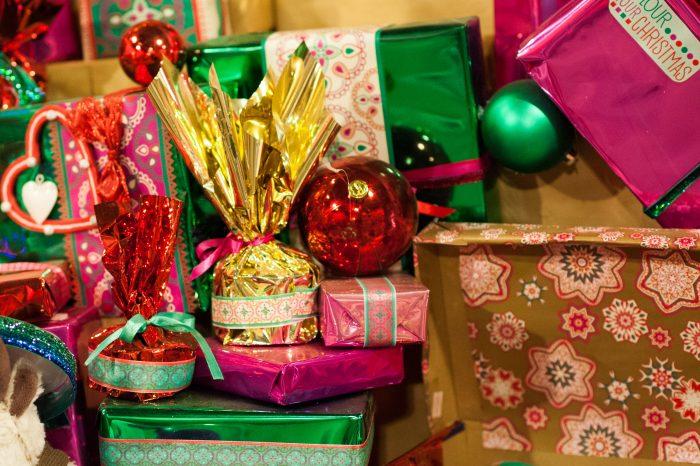 Vergeet de cadeautjes niet te fotograferen. Doe dit voor de kerst of tijdens het uitpakken.