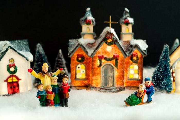 Kerstfiguurtjes voor kerstkaart met zelfgemaakte foto