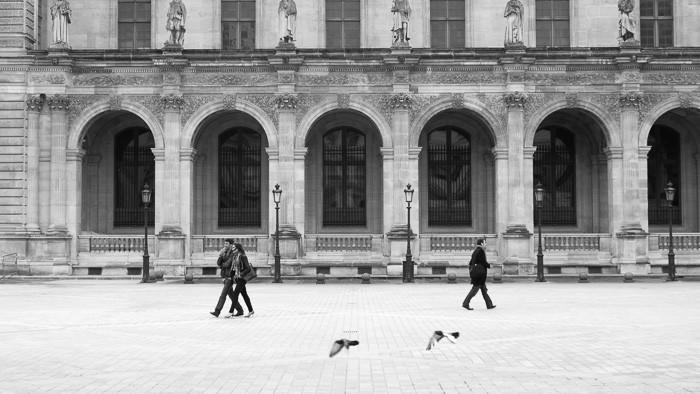 Het Louvre in zwart-wit