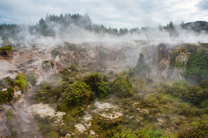 Nevel verwijderen in Lightroom en Photoshop bij geothermische activiteit in Nieuw-Zeeland