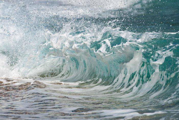 Structuur van de golven beter zichtbaar door dehaze