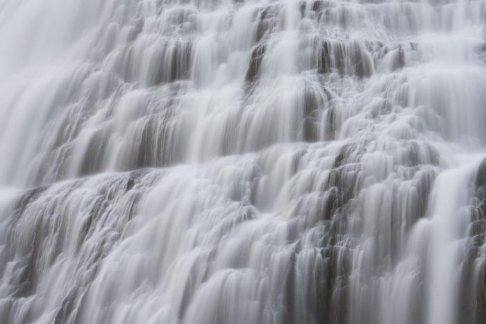 Dehaze bij een waterval