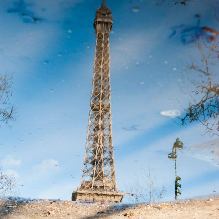 Bij deze reflectie had mijn camera moest om te focussen, ook omdat de reflectie in de plas niet haarscherp was. Daarom koos ik voor handmatig scherpstellen. De grond is onscherp omdat dit niet in het zelfde scherptedieptegebied valt.