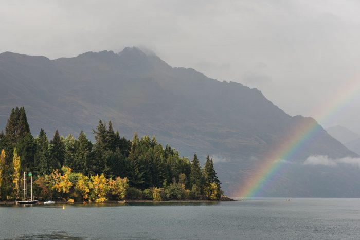 Regenboog in Queenstown, Nieuw-Zeeland