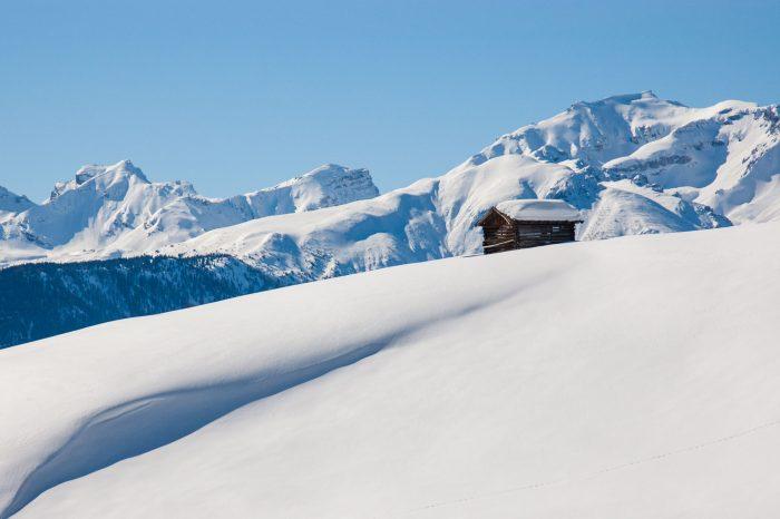 Cliché (wintersport) foto: blauwe lucht met sneeuwlandschap
