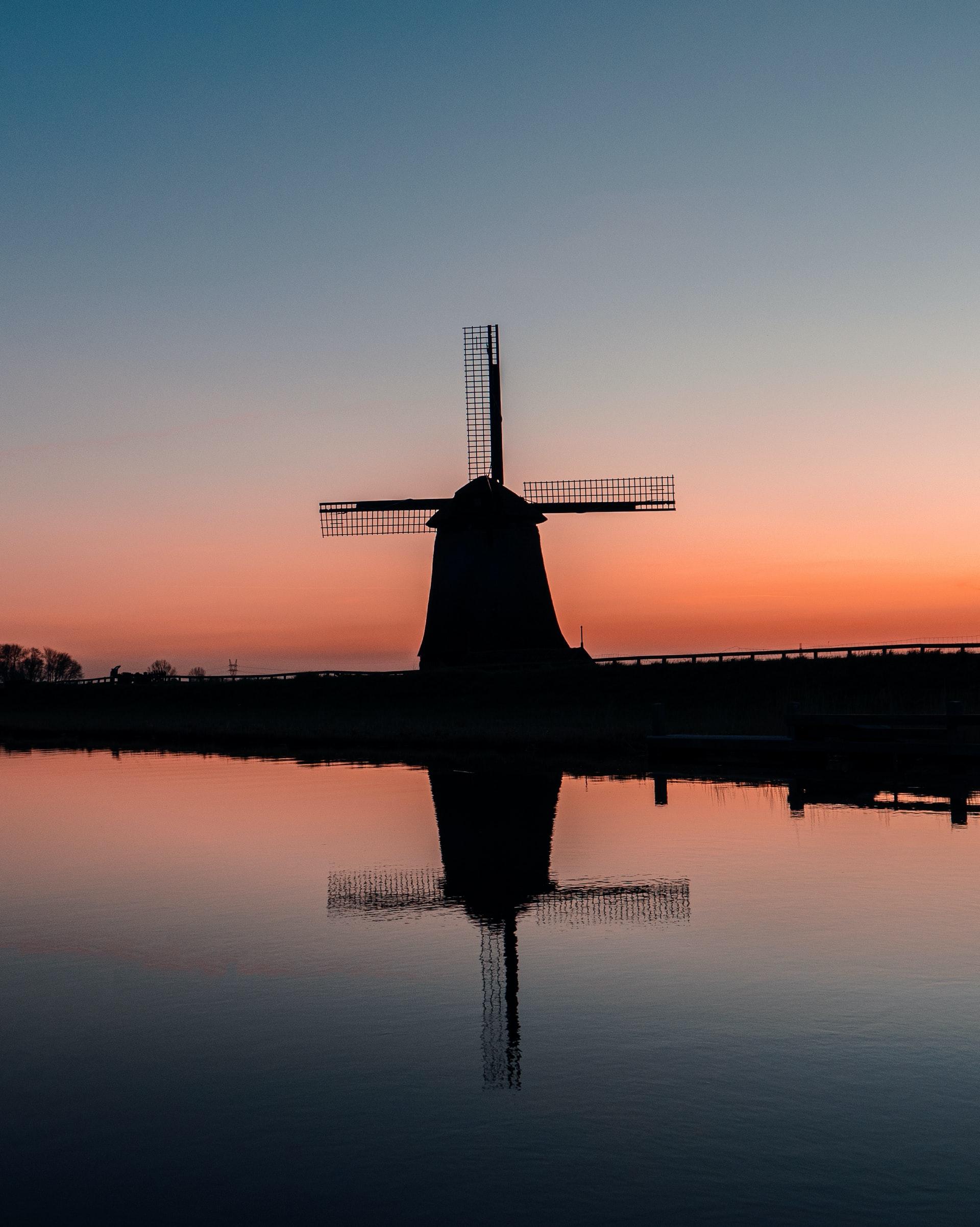 Silhouet van molen