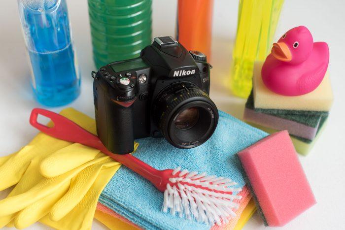 Voorjaarsschoonmaak voor je fotografie: die camera met afwasborstel slaat natuurlijk nergens op