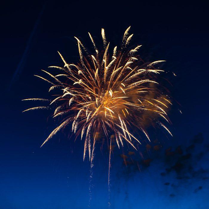 Dit zijn vaak mooie vuurwerkpijlen om te fotograferen.