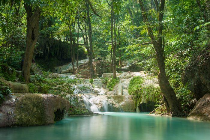 Erawan watervallen in Thailand. Geen klotsend water, maar wel de moeite waard!