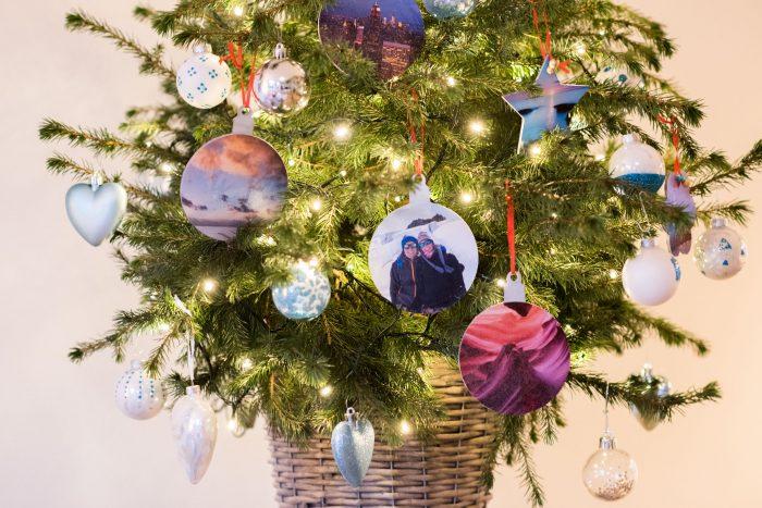Zelf kerstballen met foto's maken
